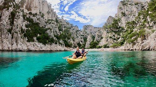 Kayak Cassis Calanques Immersion - randonnée encadrée dans les calanques en kayak de mer- calanques cassis - calanques marseille - majestueuse calanque d'En-Vau !