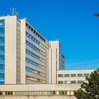 Dům RADOST. Budova byla postavena v 30. letech 20. století a nesla název VPÚ - Všeobecný penzijní ústav.