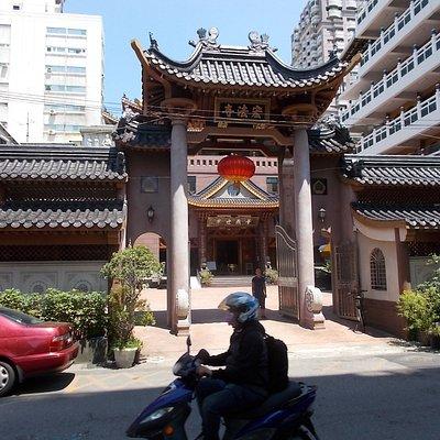 宏法寺の門