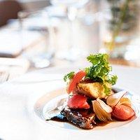 Das Beste vom Fleisch & Fisch an regionalen Beilagen erwartet Sie auf unseren saisonal wechselnden Speisekarten!