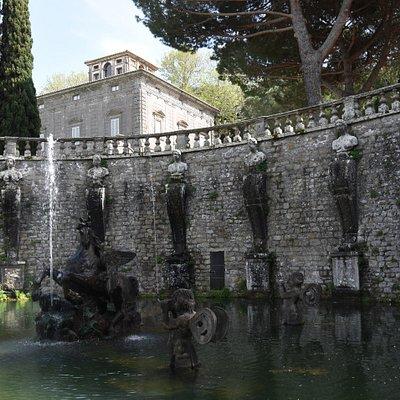 La fontana del pegaso con villa Lante sullo sfondo