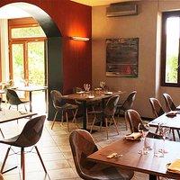 prima sala ristorante molto luminosa e accogliente