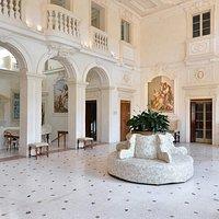 il Salone centrale, affrescato da G.B. Tiepolo