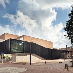 Onze nieuwe theater en entree tot het museum en de beeldentuin.