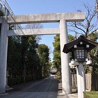 駅からすぐのところにある神明社