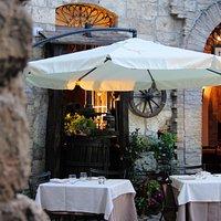 Tavoli in Piazzetta durante l'estate