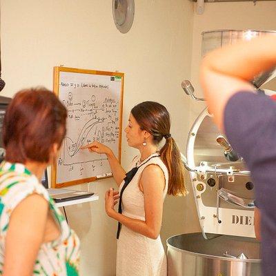 Aprende en nuestros cursos de tostión, barismo y catación visita nuestra tostadora.