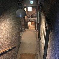 記念館地下への階段