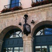 reloj en la fachada