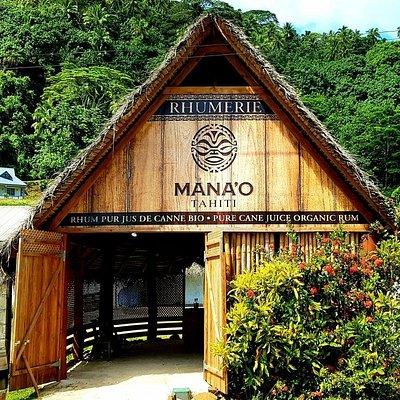 La boutique est face au quai de Tapuamu.