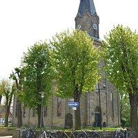 """Außenansicht der St. Andreas Kirche im sogenannten """"alten Dorf"""" im Stadtteil Salzgitter-Lebenstedt"""