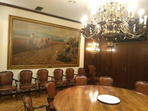 Sala de Reuniones con Mesa Redonda
