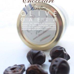 Olive al Cioccolato, prodotto unico nel suo genere. Un'abbinamento agrodolce dall'inconfondibile sapore delle olive nere di Gaeta. da provare.