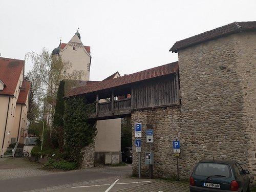 Vorne der Pulverturm, im Hintergrund das Wassertor
