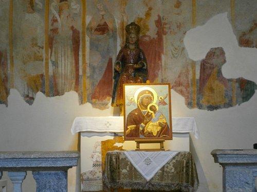 Icona Madre di Dio della Passione.Chiesa Santa Maria Assunta a Gazzada (VA) ospita spesso delle mostre .Qui era allestita la mostra di Icone Sacre: i 20 Misteri del Rosario.