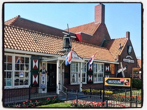 ingang Volendams Museum