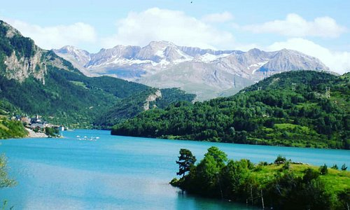 Embalse de Lanuza. Sallent de gallego.Valle de Tena.Huesca. Montañas. Rutas. Ski.BTT.cultura...un rincón precioso del Pirineo