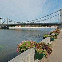 Вид на мост с набережной