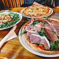 Pizza, Seafood salad
