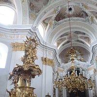 Pfarrkirche with goldene pulpit