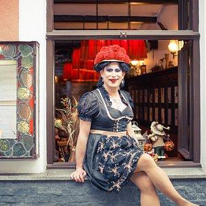 Betty BBQ entführt euch auch nachmittags zu Kaffee und Kuchen auf Ihrer unterhaltsamen Kaffeeklatsch City-Tour.