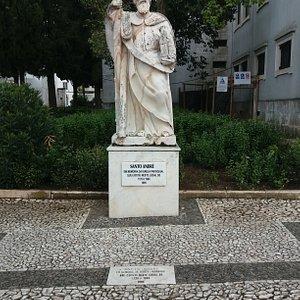 Estátua de Santo André em memória da Igreja Paroquial