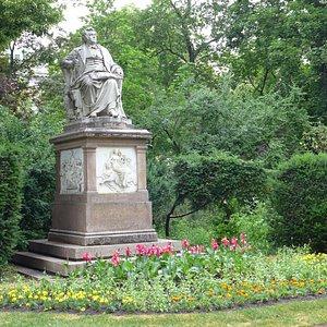 Schubert Statue