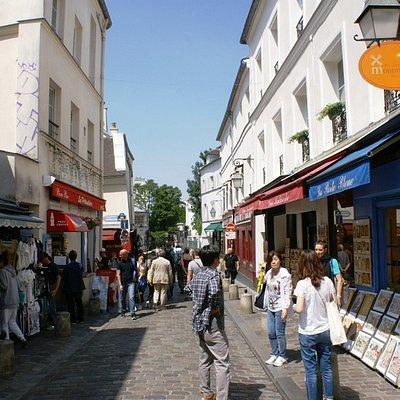 Rue Norvins  , boutiques