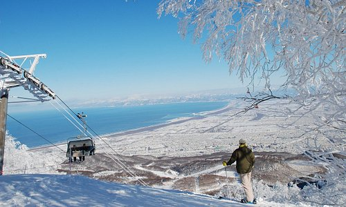 山頂からは石狩湾を一望できます!From the top of the mountain, you can see beautiful views of the Ishikari Bay.