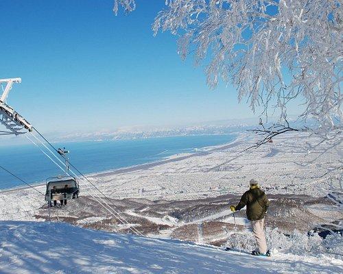山頂からは石狩湾を一望できます!From the top of the mountain, you can see beautiful views of the Ishikari Bay.