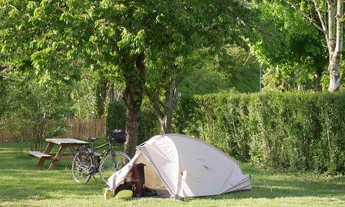 Emplacement camping le Colombier au bord de l'Aube à Dienville