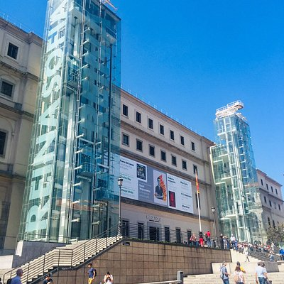 The Reina Sofia museum is one of our favourite museums of Madrid. The Guernica paint is so impressive and the permanent exposition is so good ! #madrid🇪🇸