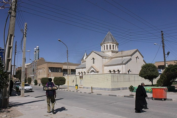 One of the tourist attractions of southern Khuzestan in Abadan is the proximity of the mosque and Abadan church, which has depicted a remarkable front of the mutual respect of followers of divine religions.