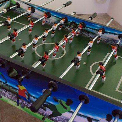 Kostenloser Kicker für wartende Spieler und nach dem Spiel zum abkühlen.