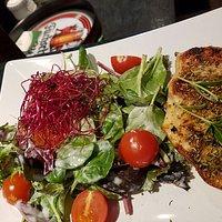 Salat mit mediterraner Putenbrust einfach mal so aus der Lameng
