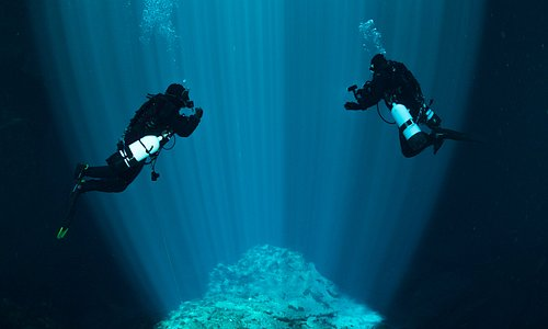 Kilsby Sinkhole is a freshwater divers bucket-list destination. With depths between 10 and 65 meters, it's a perfect location for divers with all levels of certification and experience. Guided Open Water tours are available daily under the supervision of a certified and endorsed instructor.