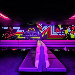 Retro's Cocktail Lounge