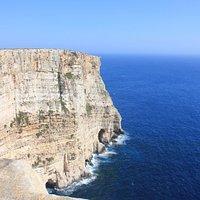Невероятной красоты скалы, но идти к ним надо пешком - транспорт не ходит, указателей нет