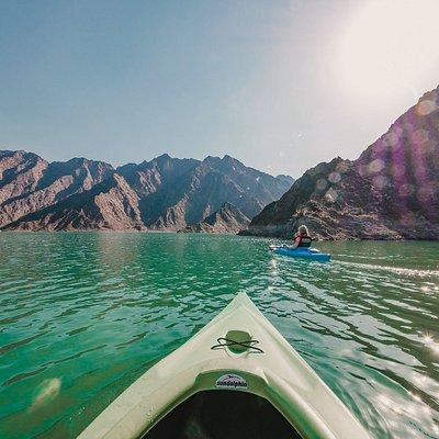 Würdest du uns glauben, wenn wir dir sagen, dass dieser wundervolle Ort in Dubai liegt? Der Hatta Damm im Osten des Emirats ist insbesondere in den Abendstunden magisch. 🤩 Lass' mal ein *Like* da, wenn du da jetzt auch gerne wärst!