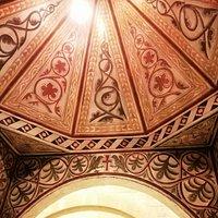 Lo spledido mosaico del ciborio che sovrasta l'altare della chiesa di San Giovanni Profiamma