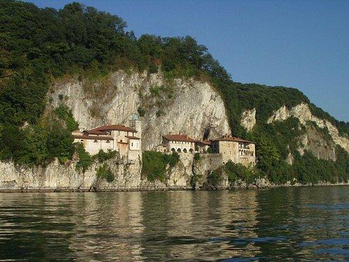 On the right the area of Grotta dei Roccioni
