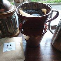 サイクルカフェにて 手挽きセルフドリップコーヒーです