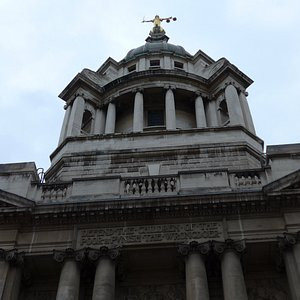 London, Old Bailey inscription: Defend the children of the poor & punish the wrongdoer