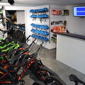 Zapraszamy do wypożyczalni rowerów Lech Sport w Świeradowie - Zdroju. W naszej ofercie znajdą Państwo rowery z wspomaganiem elektrycznym (e-bike) oraz napędzane siłą własnych mięśni :)