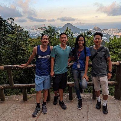 Turistas dos Estados Unidos realizando um passeio no Rio