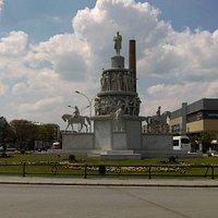 Ulus anıtı ve tramvay, Eskişehir