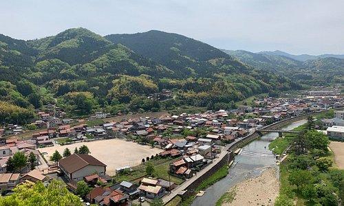 神社境内から街並みの眺め