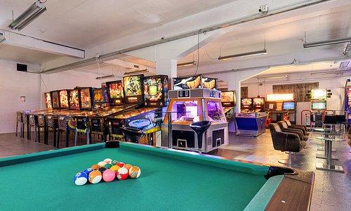 Pool and pinballs