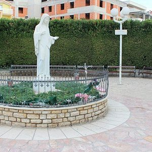 Statue Of the Queen of Peace