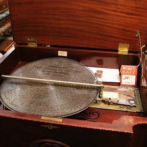 Steel disk music player